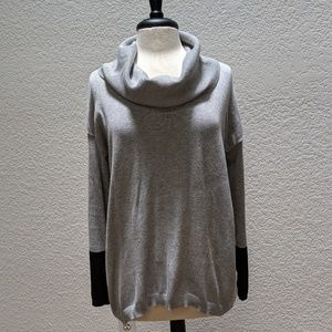 89th & Madison cowl neck shirt. Gray/ black sz SM